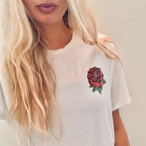 Forever 21 rose tee (SIZE M)